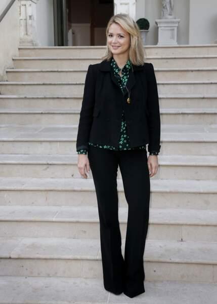 Virginie Efira en veste et pantalon noirs, la couleur de la minceur par excellence, le 12 novembre 2015.