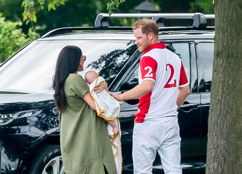 10 juillet 2019 : Meghan et Archie viennent soutenir Harry lors d'un match de polo