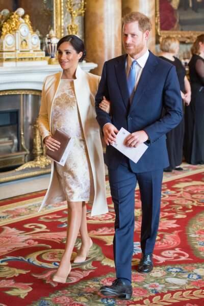 5 mars 2019 : Meghan arrive au bras d'Harry au palais de Buckingham