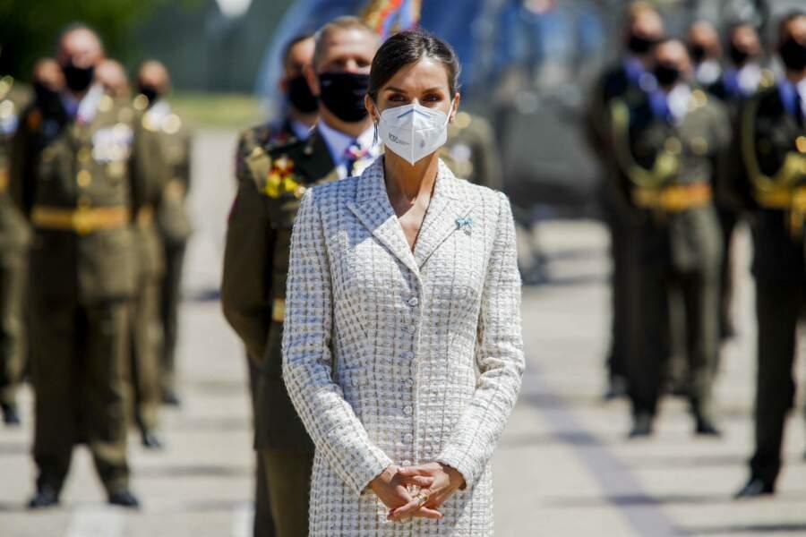 La reine Letizia d'Espagne n' a tellement pas chagé qu'elle peut à nouveau enfiler sa robe en tweed, quinze ans après le baptème de sa fille.