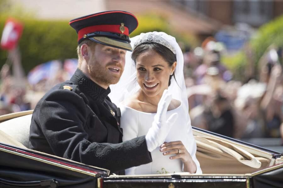 19 mai 2018 : Harry et Meghan saluent la foule de Windsor à bord du Ascot Landau