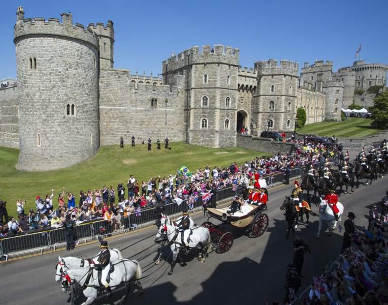 19 mai 2018 : Le prince Harry et Meghan Markle quittent la château de Windsor à bord d'un carrosse royal