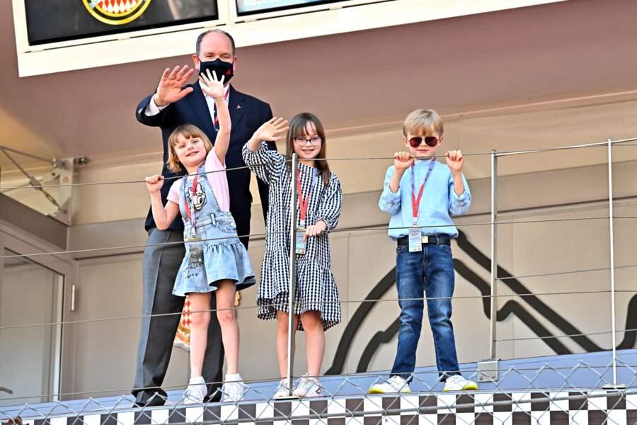 Le prince Albert, ses enfants et Kaia Rose Wittstock saluent la foule