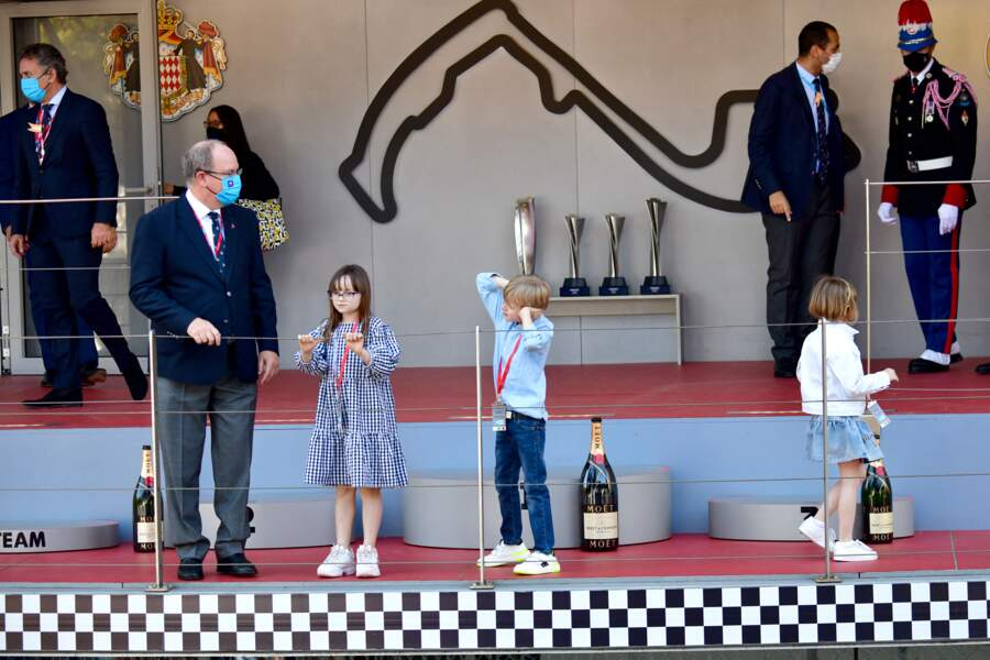 Le prince Albert II de Monaco et ses enfants sur le podium du E-Prix De Monaco 2021