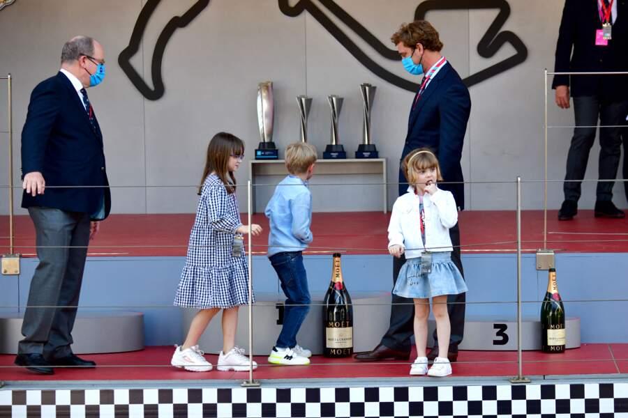 Pierre Casiraghi accompagné par les jumeaux royaux et le prince Albert II de Monaco