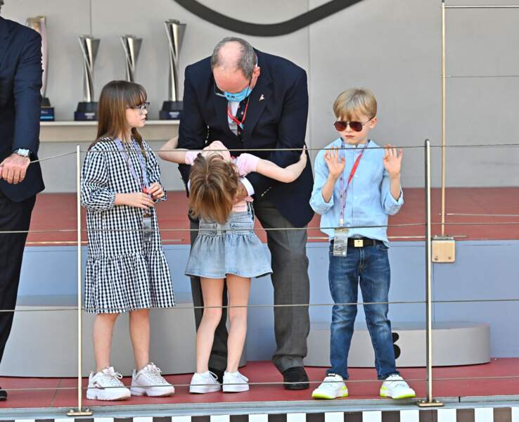 Le prince Albert II de Monaco proche de ses jumeaux