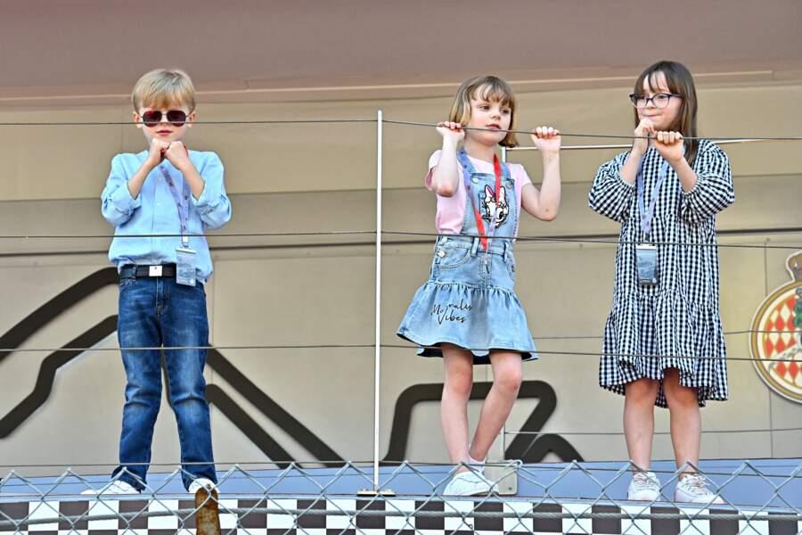 Les enfants de Charlène de Monaco et du prince Albert très attentifs à la course