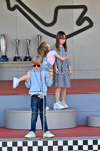 Jacques et Gabriella de Monaco sur le podium avec leur cousine