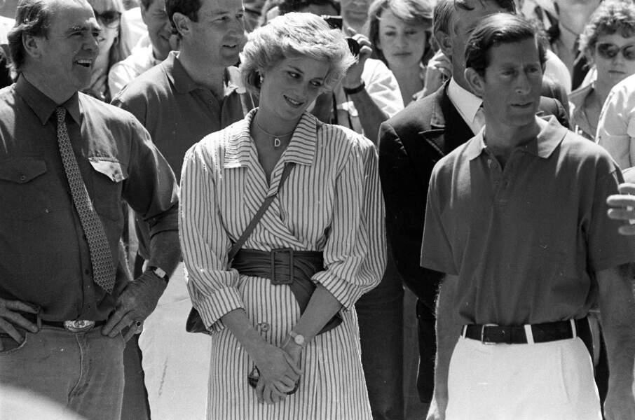 Lady Diana : en robe-chemise ceinturée pour une partie de polo avec Charles
