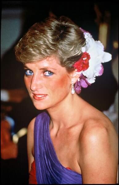 En robe à découpe asymétrique, une grande passion mode de Lady Diana et des modeuses d'aujourd'hui