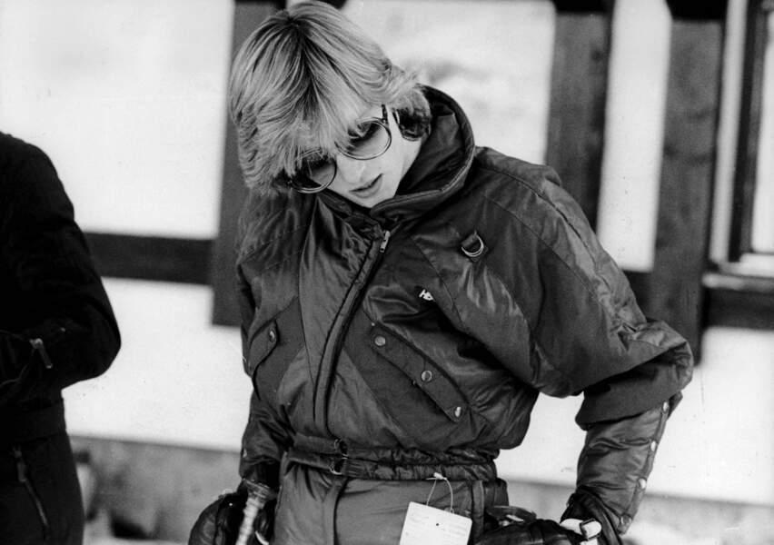 Lady Diana : En combi-pantalon intégrale et solaires oversize pour aller skier