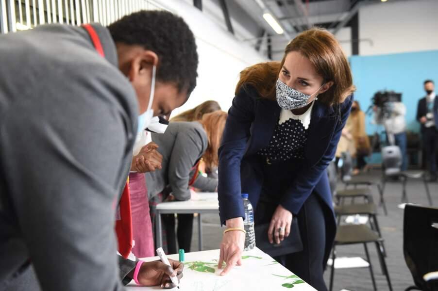 Kate Middleton s'est montrée très impliquée avec le personnel du centre The Way Youth Zone.