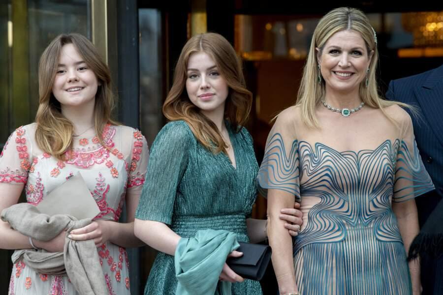 Les princesses Ariane et Alexia avec leur mère à Amsterdam, le 12 mai 2021.