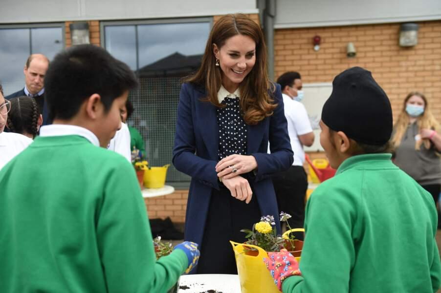 La duchesse de Cambridge a fait du jardinage avec les enfants du centre The Way Youth Zone.