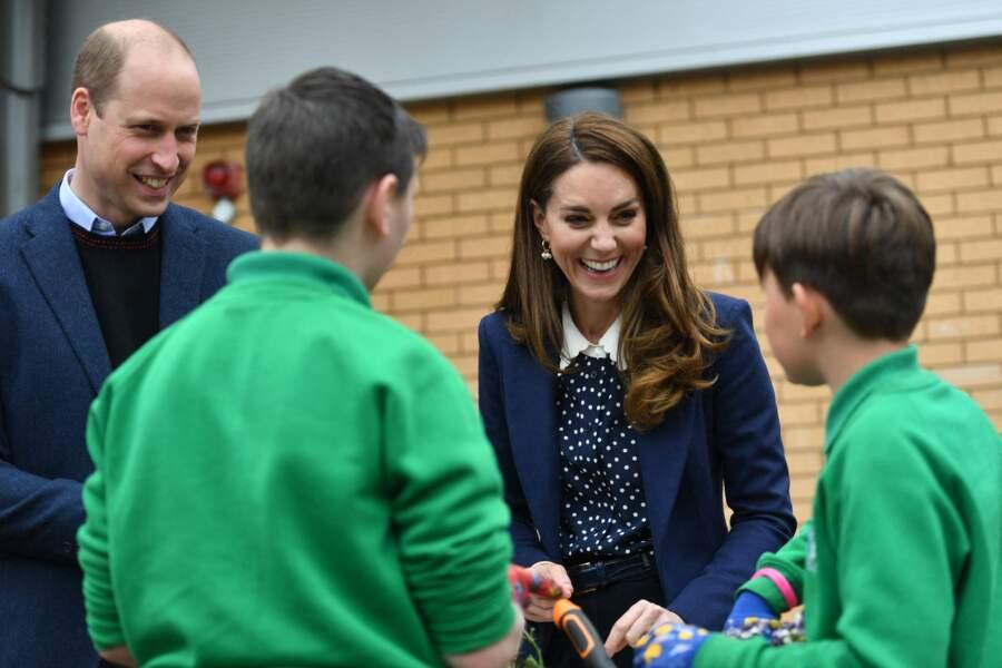 Kate et William ont beaucoup échangé avec les enfants présents.