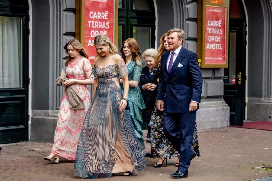 La reine Maxima des Pays-Bas était vêtue d'une robe signée par la créatrice de mode néerlandaise Iris van Herpen, à Amsterdam, le 12 mai 2021.
