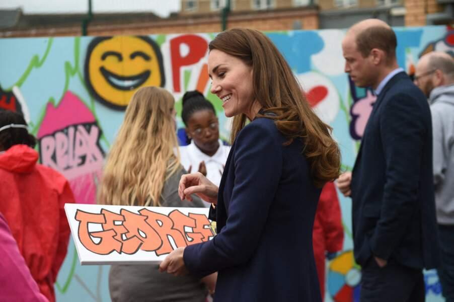 Un enfant a offert un tag au prénom de George à la duchesse de Cambridge.