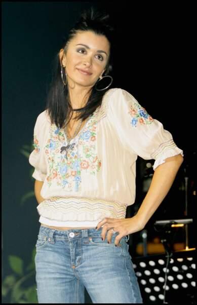 Jenifer au Tennis concert organisé par l'association 'Les enfants de la terre' au Zenith de Paris, le 30 mai 2004