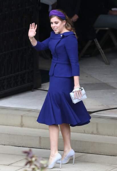 L' ensemble veste et jupe bleue marine de Beatrice d'York au mariage d'Eugenie d'York et Jack Brooksbank, le 12 octobre 2018.