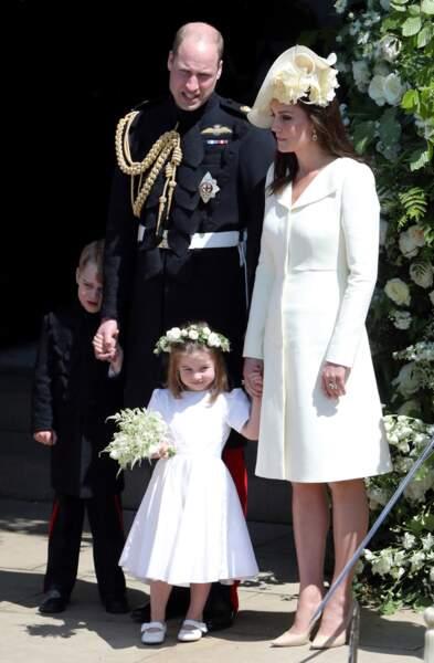 La robe manteau blanche de Kate Middleton au mariage de Meghan Markle  le 19 mai 2018.