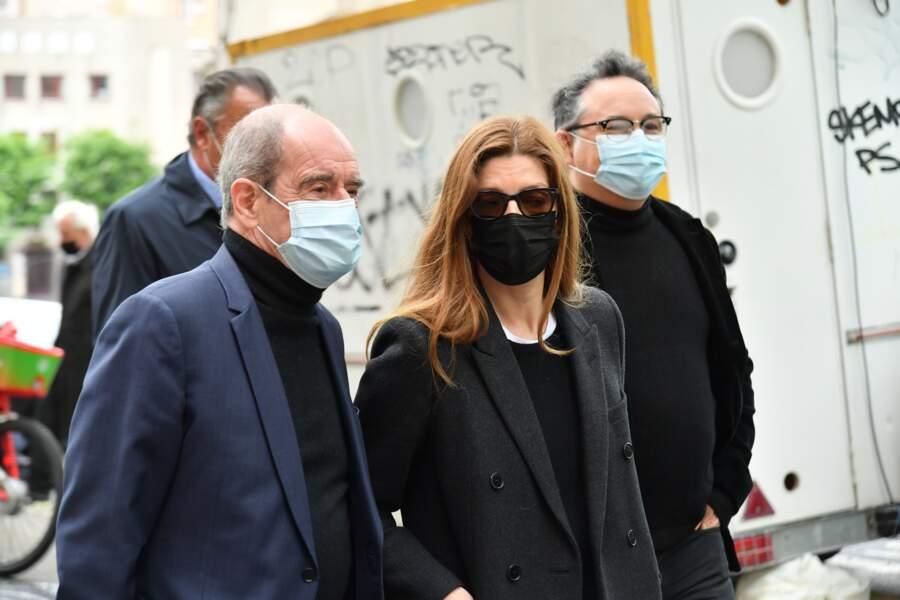 Le journaliste Pierre Lescure et l'actrice Chiara Mastroianni aux obsèques de Jean-Yves Bouvier ce 19 mai à Paris