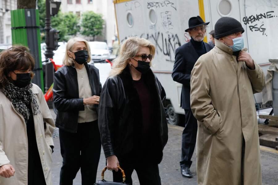 Catherine Deneuve et les proches de Jean-Yves Bouvier ce mercredi 1 mai à Paris