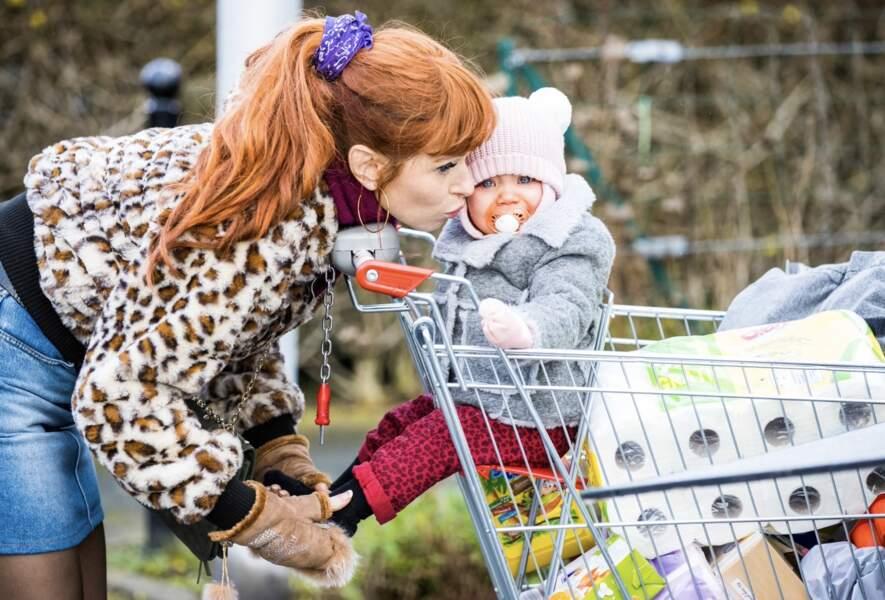 Mère gaga, Audrey Fleurot dans HPI assortit son petit dernier à sa passion léopard