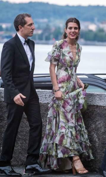 La robe fleurie Gucci de Charlotte Casiraghi au mariage de son frère Pierre Casiraghi, le 1er août 2015.