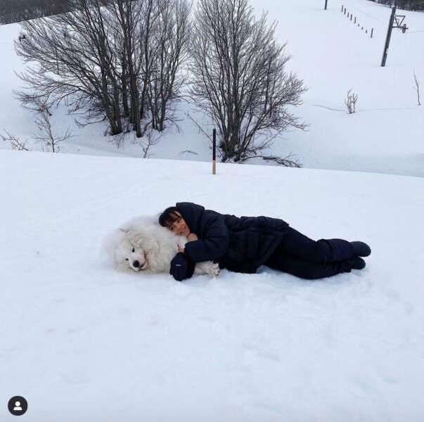 Tendre avec sa famille, Alizée l'est également avec son chien.