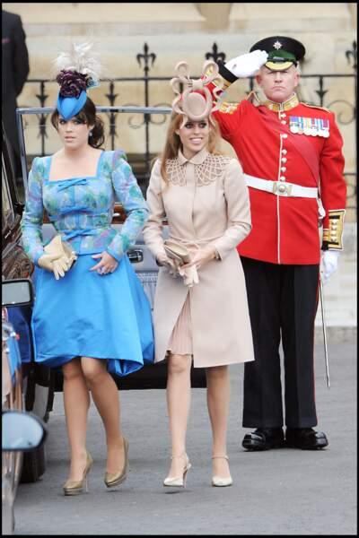 les robes courtes mais surtout les bibi de Beatrice et Eugenie d'York au mariage de Kate Middleton le 29 avril 2011.