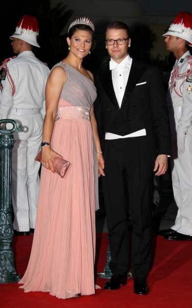 La robe longue et asymétrique de Victoria de Suède au mariage d'Albert et Charlene de Monaco