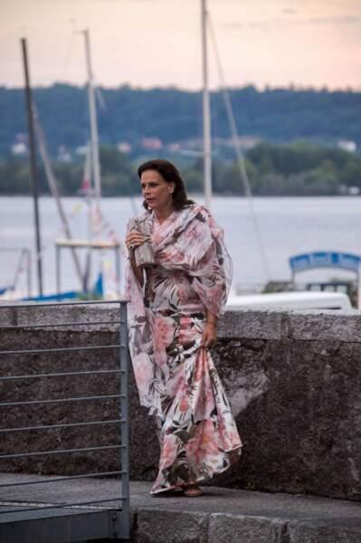 La robe fleurie et longue de Stéphanie de Monaco au mariage de Pierre Casiraghi, le 1er août 2015.