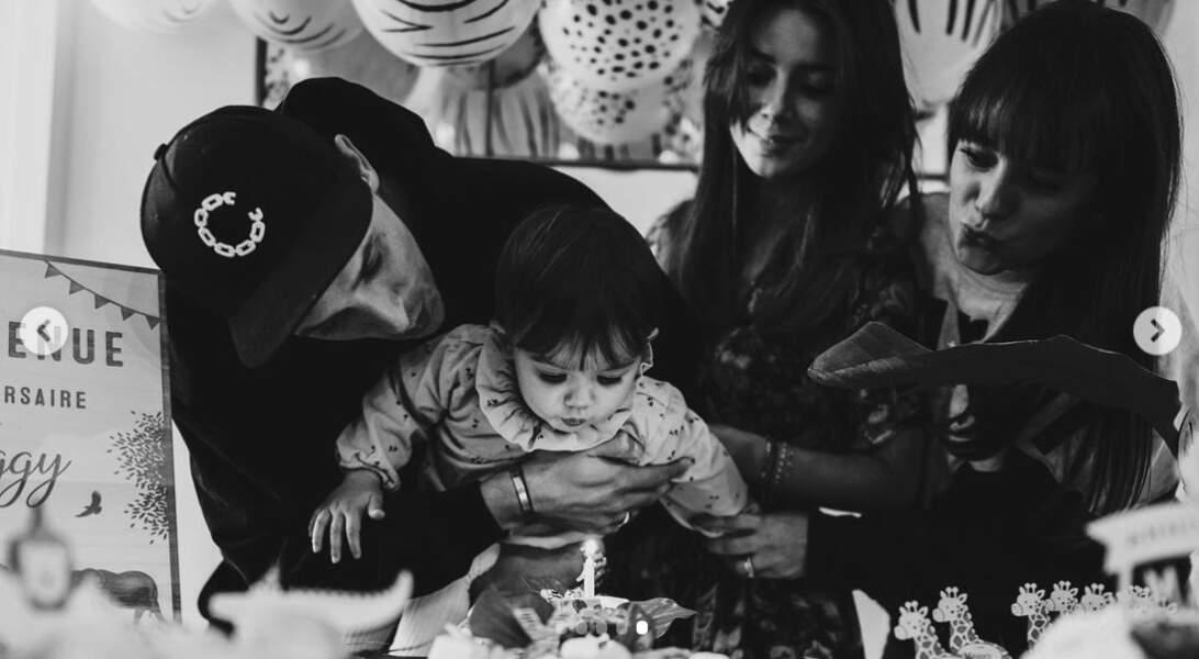 Alizée n'hésite pas à régulièrement capturer des moments intimes en famille.