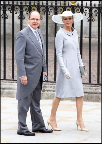 La robe-manteau de Charlene de Monaco au mariage de Kate Middleton le 29 avril 2011.