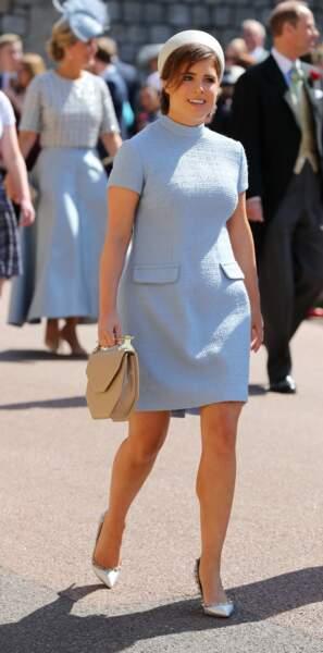 La robe courte bleue lavande d'Eugenie d'York au mariage de Meghan Markle  le 19 mai 2018.