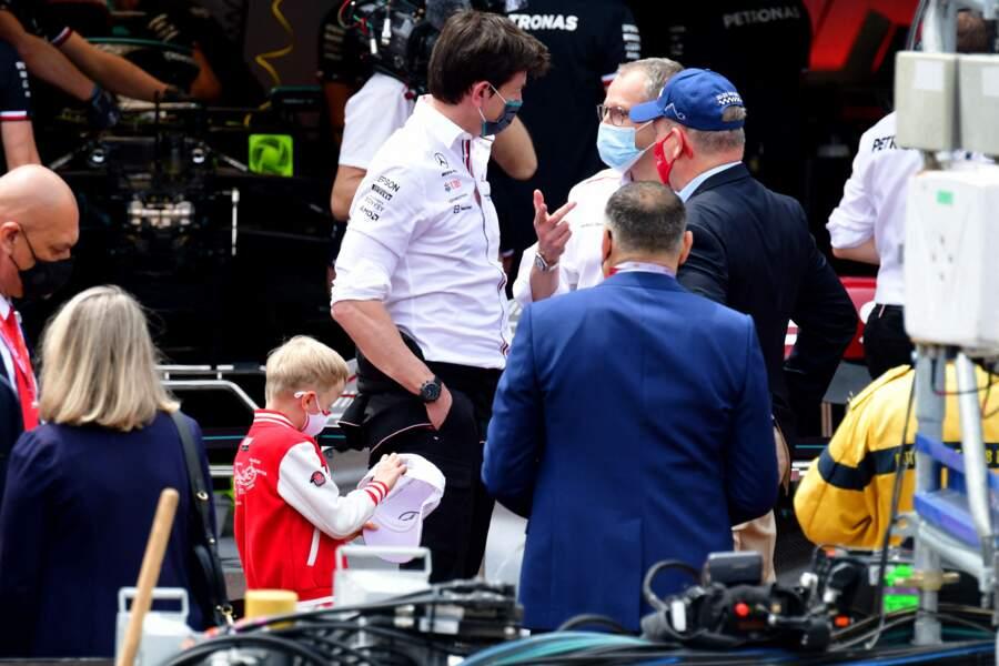 Le prince Albert II de Monaco a visité avec ses enfants, les stands avant les essais officiels du 78eme Grand Prix de F1 de Monaco le 22 mai 2021.