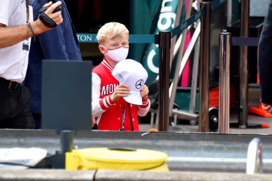 Le prince héréditaires Jacques pendant la visite des stands.