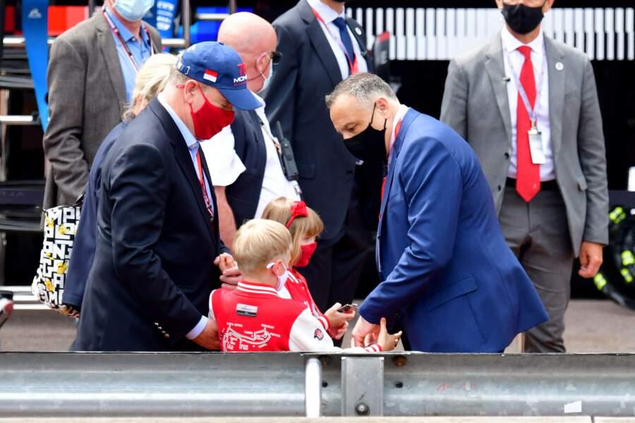 Les enfants du prince découvre les coulisse du Grand Prix de F1.