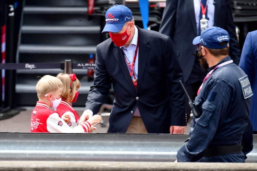 La famille monégasque réunie pour visiter les stands avant les essais officiels du 78eme Grand Prix de F1.
