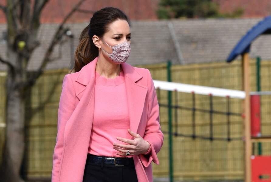 Kate Middleton et ses créoles dorées Orelia London, le 11 mars 2021