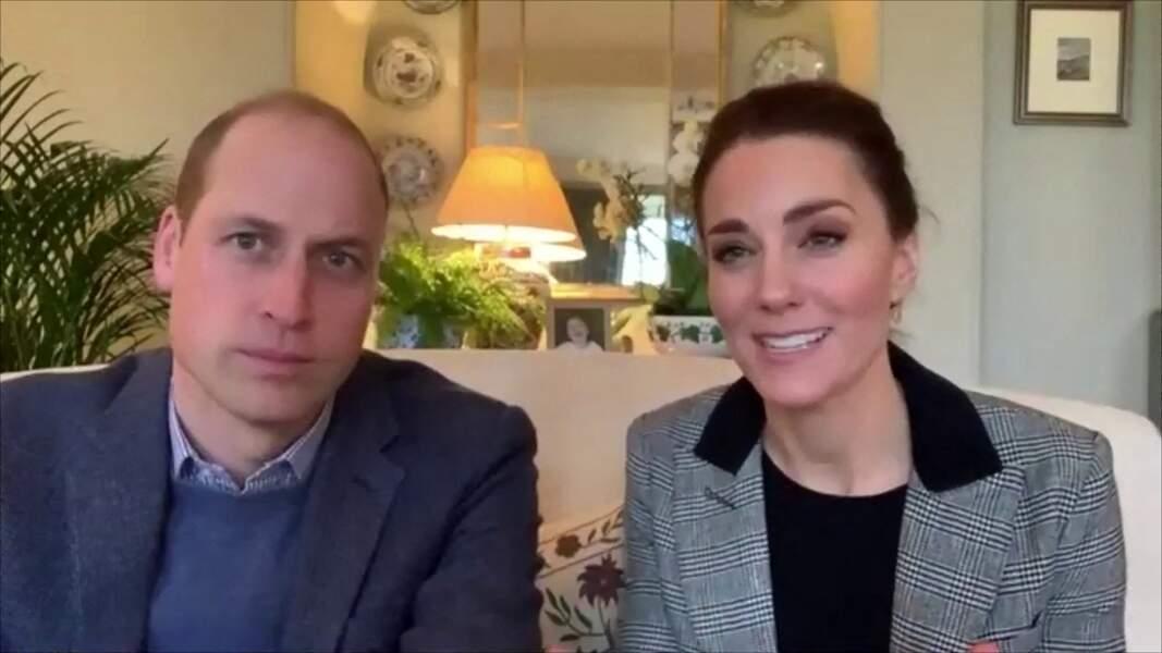 Kate Middleton avec une paire de boucles d'oreilles e topaze blanche et diamant Kiki McDonough, le  6 janvier 2021.