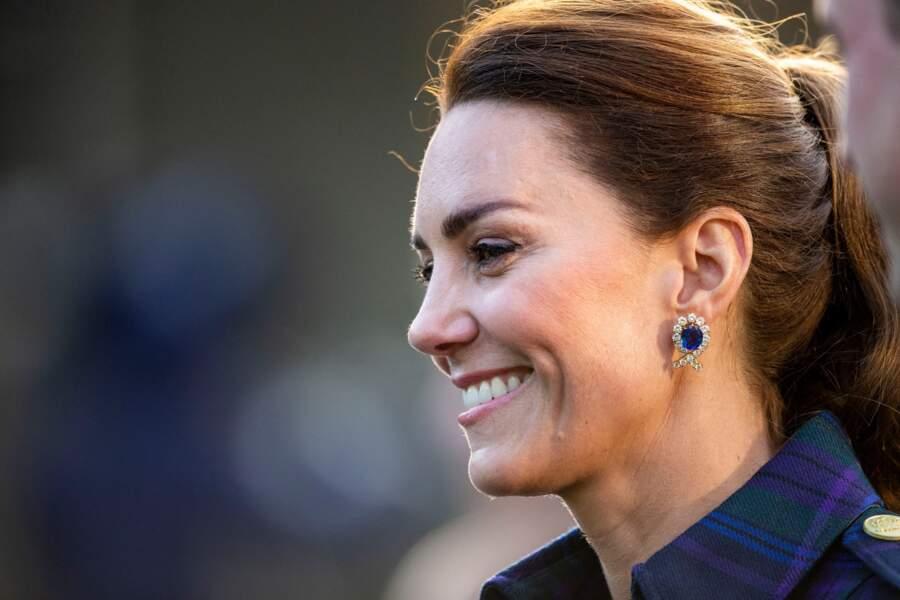 Kate Middleton avec les boucles d'oreilles de la Reine, en Ecosse, le 26 mai 2021