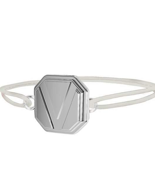 Bracelet-médaille personnalisable Place Vendôme - Cordon blanc, or blanc, 229€, Place Vendôme