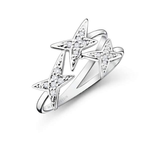 Bague en or blanc et diamants, 805 € Mauboussin.