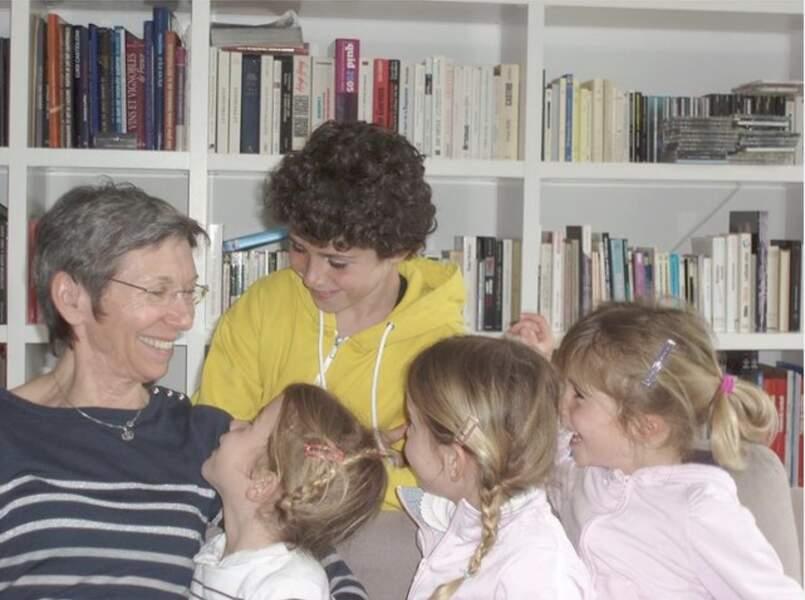 La maman de Denis Brogniart avec ses enfants, une photo qui l'émeut d'après sa légende.