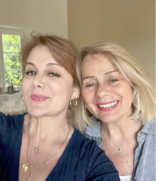 Ariane Seguillon a dévoilé une photo avec sa maman légendée d'une déclaration d'amour.