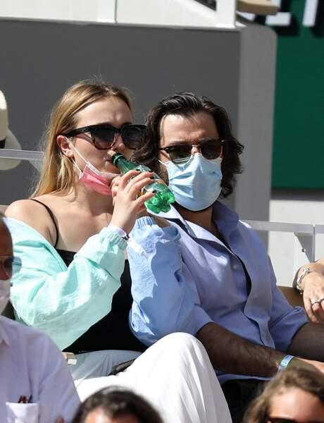 Chloé Jouannet et son ami Nikola Lange, créateur de la série Derby Girl dans les gradins du tournoi Roland Garros à Paris