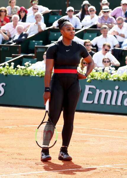 Serena Williams avec sa combinaison moulante dessinée par Virgil Abloh pour son retour à Roland Garros en 2018