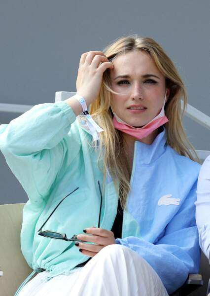 Chloé Jouannet porte une jupe plissée signée Lacoste à 175€
