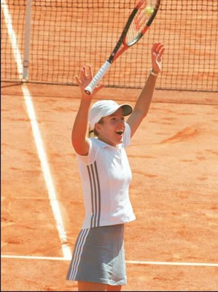Justine Henin en tenue classique à Roland Garros en 2003